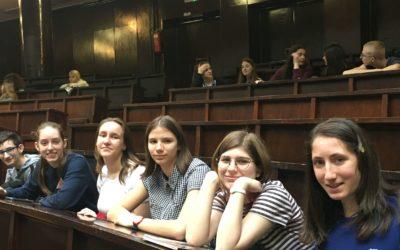 Ученици Филолошке гимназије на предавању о тумачењу бајки